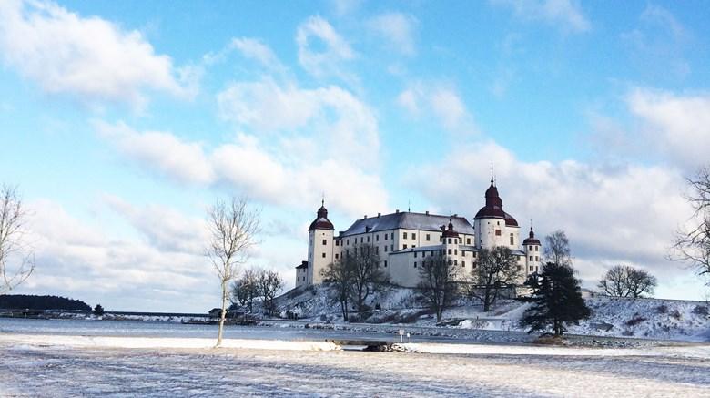 Bild på Läckö slott i vinterskrud.