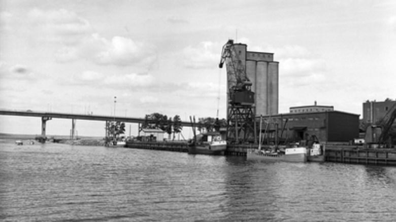 Hamnen i Vänersborg omkring år 1970. Foto: Stig Hjelm